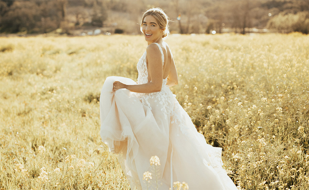 Styling Tips For Embracing A Beach Wedding Theme: Vintage Inspired Wedding Dresses