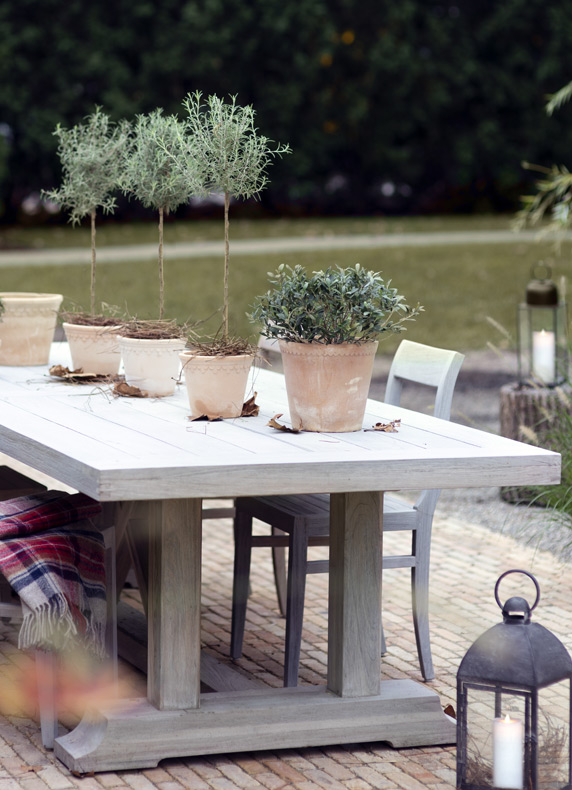 Spacious Outdoor Dining Solutions